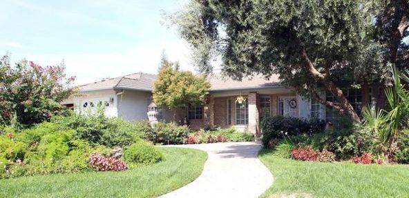 5234 West Spruce Avenue, Fresno, CA 93722 Photo 1