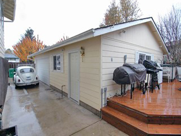 2021 SW 24th St, Troutdale, OR 97060 Photo 2