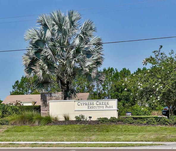 944 Cypress Village Blvd., Ruskin, FL 33573 Photo 2