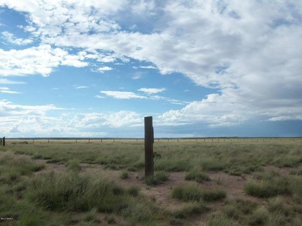 7400 E. Stardust Rd., Sun Valley, AZ 86029 Photo 1