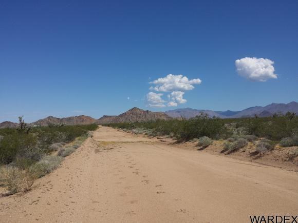 1008 S. Dale Evans Rd., Yucca, AZ 86438 Photo 4
