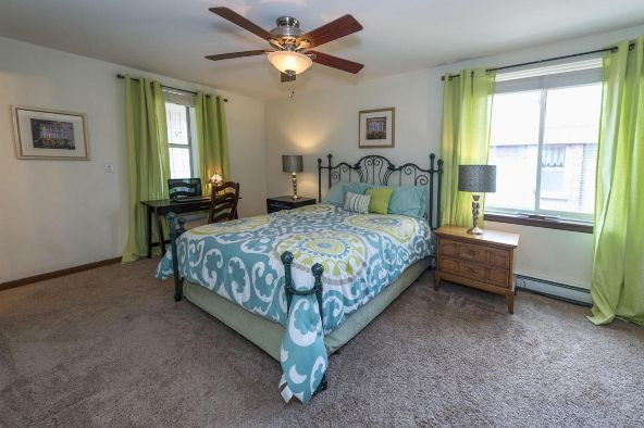 825 E. Henry Clay St. 301, Whitefish Bay, WI 53217 Photo 9